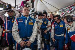 比赛尾声最紧张的时刻:克里斯蒂安·费迪帕尔迪与Action Express车队人员在观看比赛最后几分钟