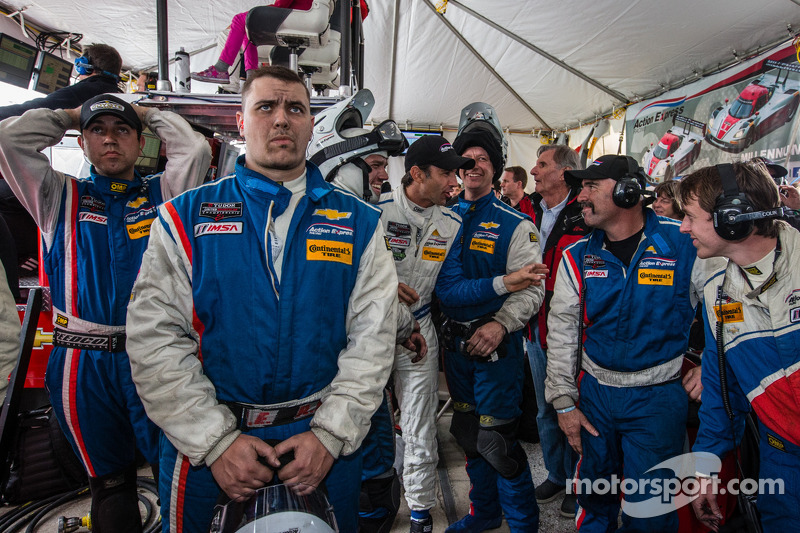 End of the race tension: Christian Fittipaldi watches the last minutes of the race with Action Expre
