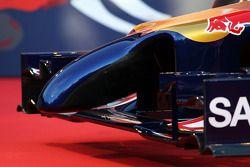 De Scuderia Toro Rosso STR9 wordt onthuld: voorvleugel en neus detail