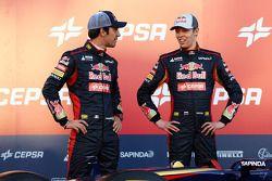 Jean-Eric Vergne avec Daniil Kvyat lors de la présentation de la Toro Rosso STR9