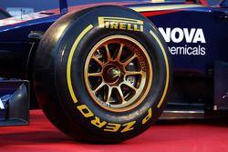 Pneu Pirelli sur la Toro Rosso STR9