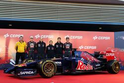 Rob White, Renault; Daniil Kvyat, Scuderia Toro Rosso; Franz Tost, Teamchef; Luca Furbatto, Chefdesi