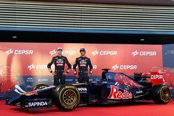 (L to R): Daniil Kvyat, Scuderia Toro Rosso and team mate Jean-Eric Vergne, Scuderia Toro Rosso at the unveiling of the Scuderia Toro Rosso STR9