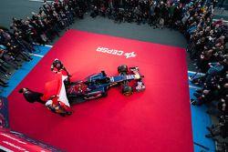 Daniil Kvyat, Scuderia Toro Rosso et Jean-Eric Vergne, Scuderia Toro Rosso lors de la présentation d
