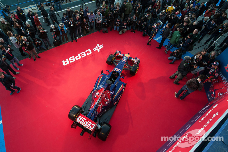 La presentazione della Scuderia Toro Rosso STR9