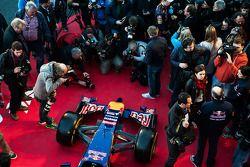 De onthulling van de Scuderia Toro Rosso STR9