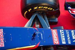 Scuderia Toro Rosso STR9 : suspension avant