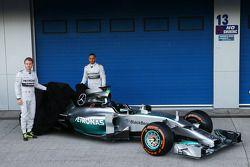 Lewis Hamilton et Nico Rosberg présentent la Mercedes W05