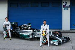 Lewis Hamilton y Nico Rosberg revelación del Mercedes AMG F1 W05