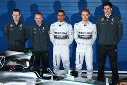 Paddy Lowe, Lewis Hamilton, Nico Rosberg et Toto Wolff présentent la Mercedes W05