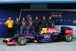Christian Horner, Teamchef; Sebastian Vettel, Red Bull Racing; Daniel Ricciardo, Red Bull Racing; Ad