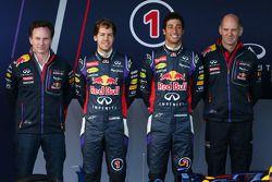 Christian Horner, Red Bull Racing Team Principal, Sebastian Vettel, Red Bull Racing, Daniel Ricciard