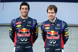 Sebastian Vettel e Daniel Ricciardo presentano la Red Bull Racing RB10