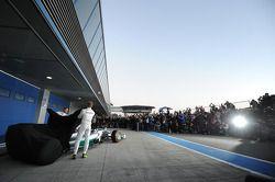 (Da sinistra a destra): Lewis Hamilton, Mercedes AMG F1 e il compagno di squadra Nico Rosberg, Mercedes AMG F1 alla presentazione della nuova Mercedes AMG F1 W05