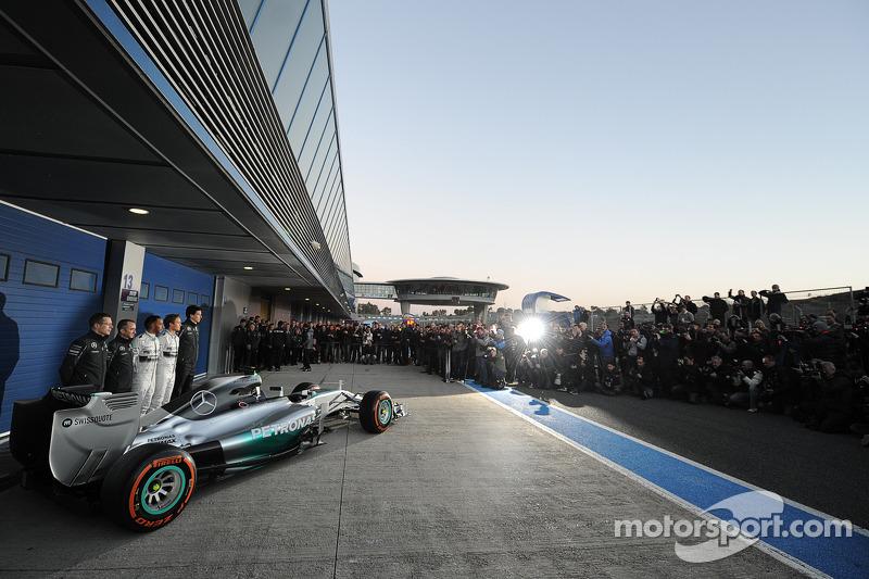 La nuova Mercedes AMG F1 W05 viene presentata