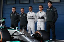 Paddy Lowe, Lewis Hamilton, Nico Rosberg et Toto Wolff lors de la présentation de la Mercedes W05