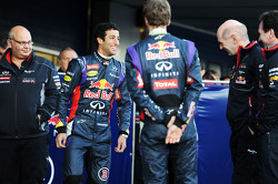 (L to R): Daniel Ricciardo, Red Bull Racing with Sebastian Vettel, Red Bull Racing, Adrian Newey, Re