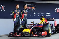 (Da sinistra a destra): Sebastian Vettel, Red Bull Racing e il compagno di squadra Daniel Ricciardo, Red Bull Racing alla presentazione della Red Bull Racing RB10