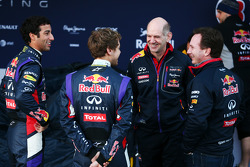 (L to R): Daniel Ricciardo, Red Bull Racing, Sebastian Vettel, Red Bull Racing, Adrian Newey, Red Bu