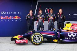 (Da sinistra a destra): Christian Horner, Red Bull Racing Team Principal, Sebastian Vettel, Red Bull Racing, Daniel Ricciardo, Red Bull Racing, Adrian Newey, Capo ufficio tecnico Red Bull Racing alla presentazione della Red Bull Racing RB10