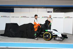 (L to R): Sergio Perez, Sahara Force India F1 and Nico Hulkenberg, Sahara Force India F1 unveil the