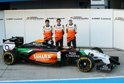 (L to R): Sergio Perez, Sahara Force India F1 with Daniel Juncadella, Sahara Force India F1 Team Tes