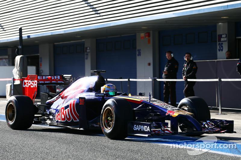 Jean-Eric Vergne, Scuderia Toro Rosso STR9 ai box