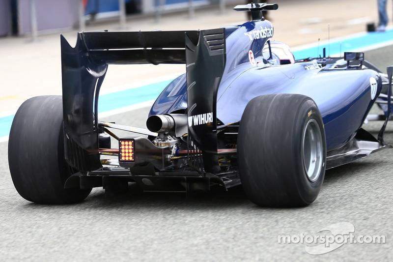 Valtteri Bottas, Williams FW36 lascia i box per la prima volta - dettaglio ala e diffusore posteriori