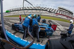进站:#90 Spirit Of Daytona,Corvette DP雪佛兰: Richard Westbrook, Michael Valiante, Mike Rockenfeller
