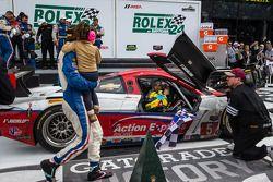 Vainqueurs: #5 Action Express Racing Corvette DP Chevrolet: Joao Barbosa, Christian Fittipaldi, Sébastien Bourdais entrent à Victory Lane