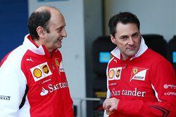 (Da sinistra a destra): Luca Mamorini, Direttore motori ed elettronica Ferrrari, con Andrea Beneventi, Ferrari Responsabile di Elettronica per Pista e Prove e Responsabile del Supporto per applicazioni elettroniche