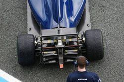 Williams FW36 asa e difusor traseiro detalhe