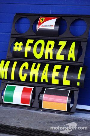 Pit board Ferrari tunjukan support untuk Michael Schumacher