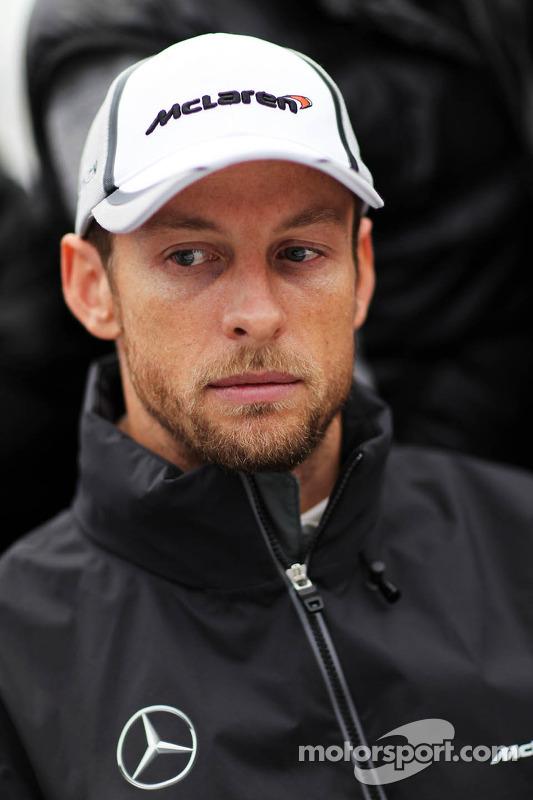Jenson Button, McLaren con i media. Formula Uno Test, Day Two, Mercoledì
