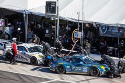 Arrêts au stand : #23 Team Seattle / Alex Job Racing Porsche 911 GT America: Ian James, Mario Farnba