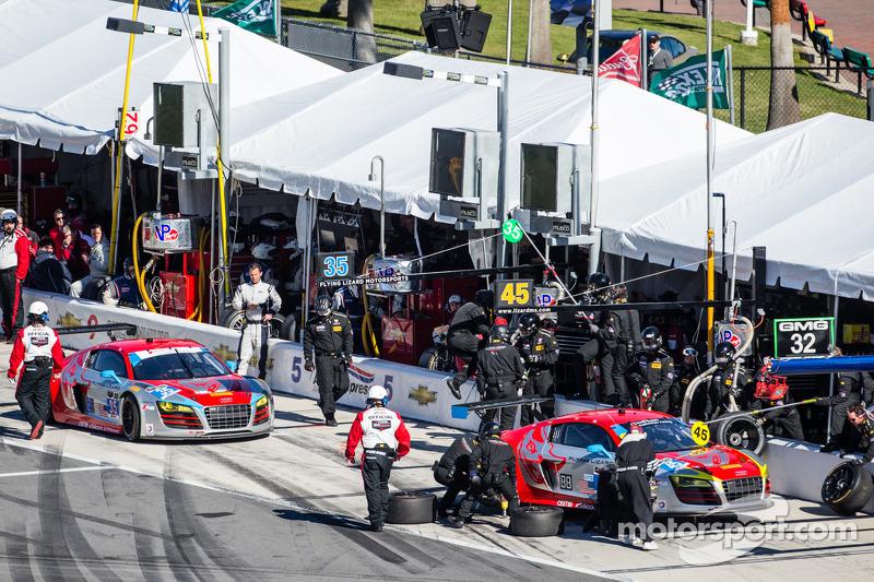 进站: #45 Flying Lizard Motorsports 奥迪R8 LMS: Nelson Canache, Spencer Pumpelly, Tim Pappas, Markus Win