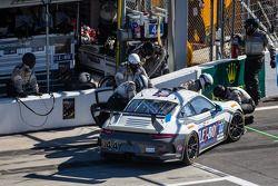 Arrêt au stand - #44 Magnus Racing Porsche 911 GT America Porsche: John Potter, Andy Lally, Wolf Hen