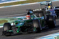 Robin Frijns, Caterham CT05 piloto de reserva y Lewis Hamilton, Mercedes AMG F1 W05