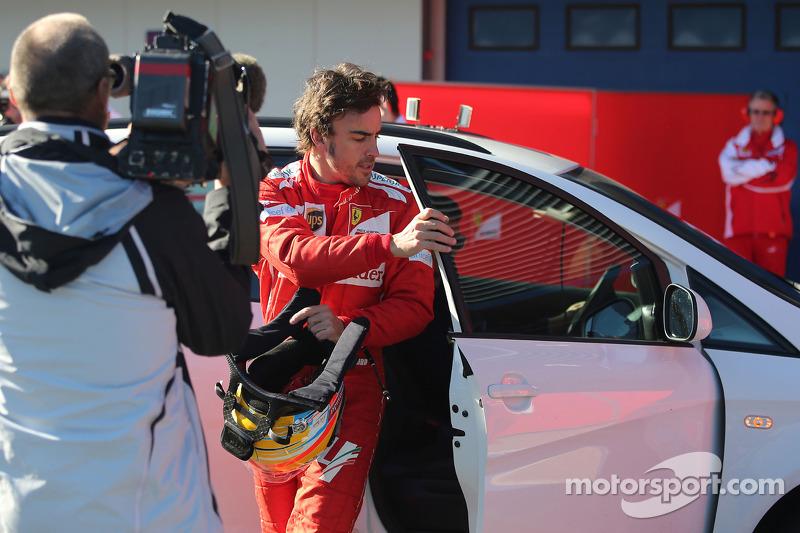 Fernando Alonso, Scuderia Ferrari detenido en la pista