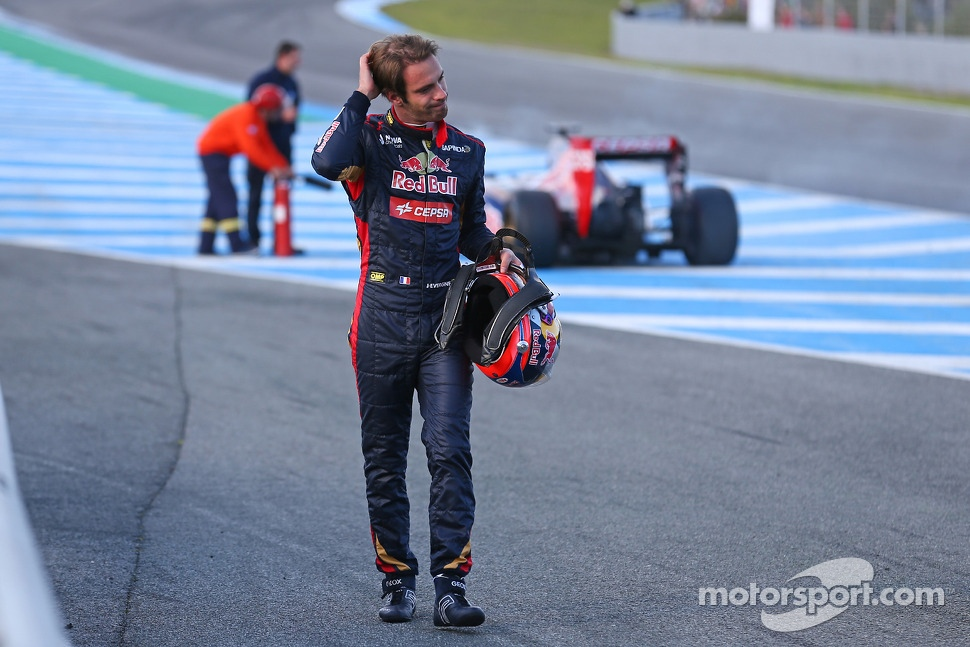 Jean-Eric Vergne, walks from his Scuderia Toro Rosso STR9 after stopping on the start/finish straight