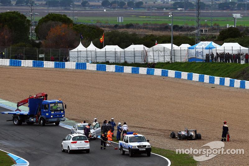 Adrian Sutil, Sauber C33 spun into the grabel trap