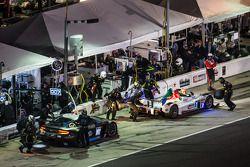 Pit stop for #7 Starworks Motorsport ORECA FLM09 Chevrolet: Alex Popow, Isaac Tutumlu, Martin Fuente