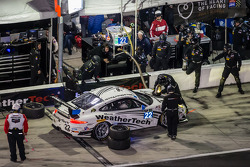 进站:#22 Alex Job Racing,保时捷 911 GT America: Cooper MacNeil, Leh Keen, Louis-Philippe Dumoulin, Shane van Gisbergen, Shane Lewis
