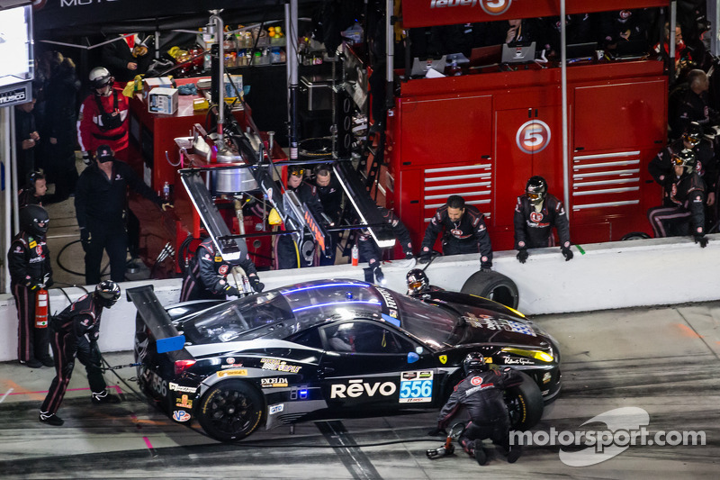 进站:#556 Level 5 Motorsports,法拉利 458 Italia: Milo Valverde, Terry Borcheller, Mike LaMarra, Guy Cosmo