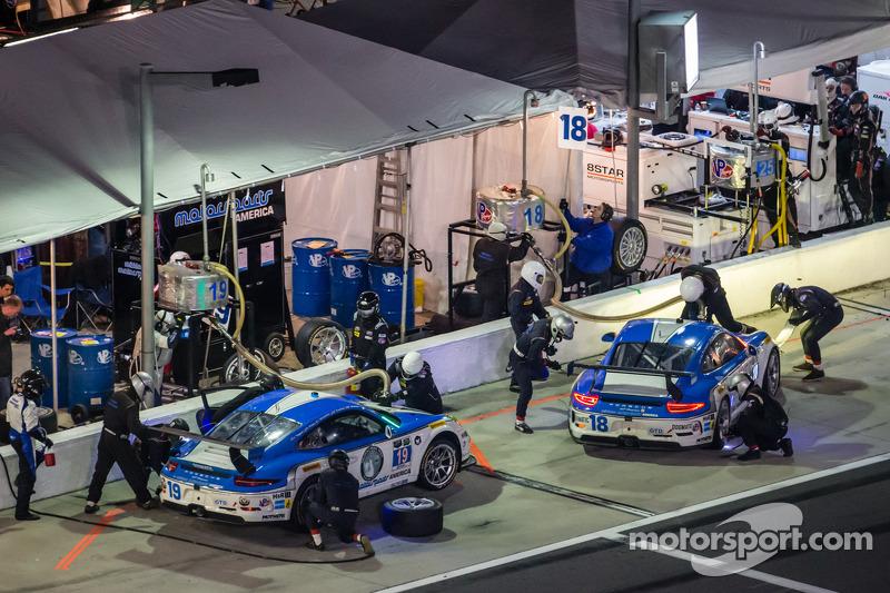 进站:#18 Muehlner Motorsports America 保时捷 911 GT America: Earl Bamber, Eugenio Amos, Bradley Blum, Ale