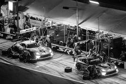 Arrêt au stand - #91 SRT Motorsports SRT Viper GTS-R: Dominik Farnbacher, Marc Goossens, Ryan Hunter-Reay and #93 SRT Motorsports SRT Viper GTS-R: Jonathan Bomarito, Kuno Wittmer, Rob Bell