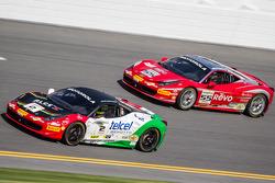 Ricardo Perez su Ferrari di Houston e Scott Tucker su ferrari del team Boardwalk