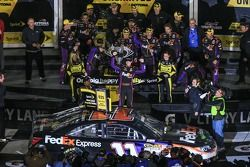 Denny Hamlin, Joe Gibbs Racing Toyota, viert feest