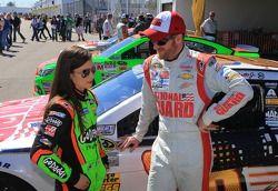 Danica Patrick, Stewart-Haas Racing Chevrolet et Dale Earnhardt Jr., Hendrick Motorsports Chevrolet