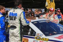 Michael Waltrip, Michael Waltrip Racing Toyota ve Dale Earnhardt Jr., Hendrick Motorsports Chevrolet